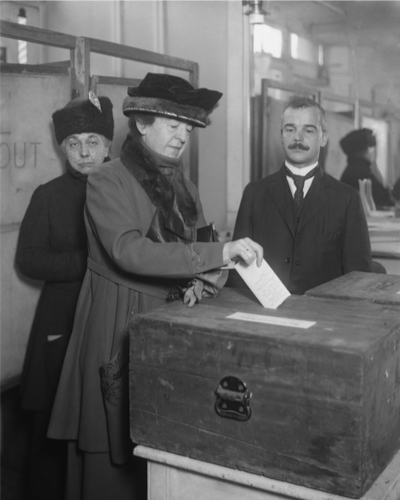Image: 1920: American Woman Voting